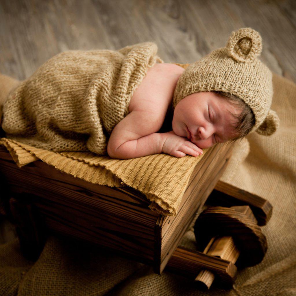 Antonella Piazzi, fotografo Newborn a Bologna. Servizio fotografico maternità e neonati. Sessioni fotografiche pancia e pancione, foto gravidanza, maternity, dolci pose, body painting, bimbi e bambini 0-12 anni, presso studio fotografico Fotoprogress Budrio
